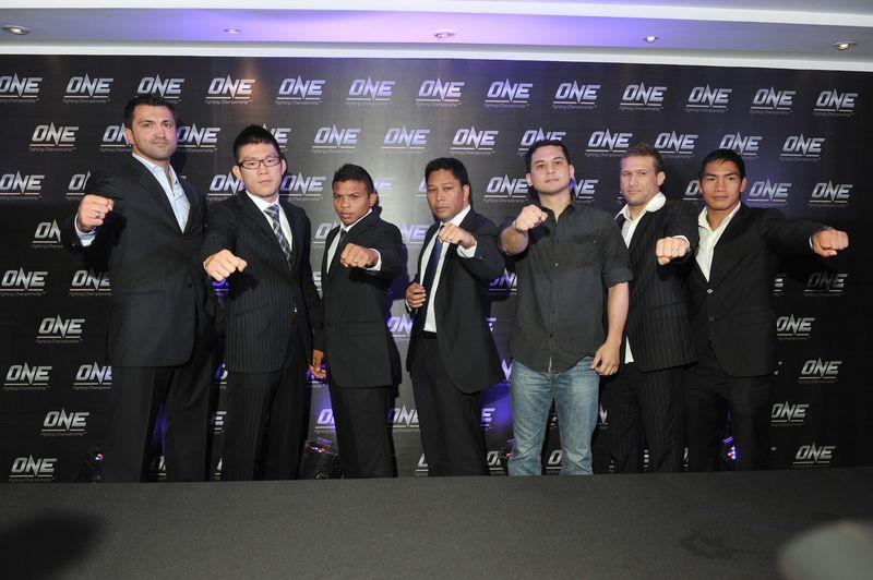Andrei Arlovski, Shinya Aoki, Bibiano Fernandes, OneFC CEO Victor Cui, URCC Alvin Aguilar, Gustavo and Eduard Forlayang - 2